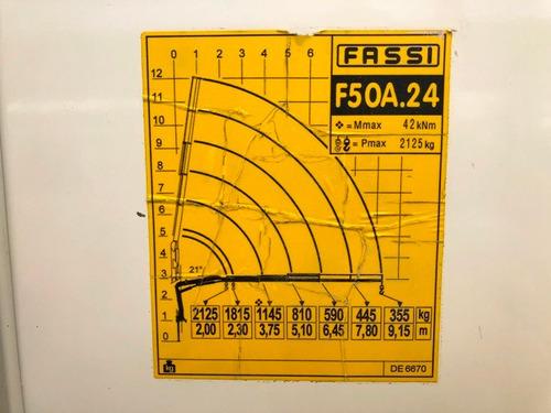 hino fc1118 media baranda con grúa pluma fassi año 2011