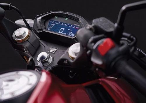 honda cb 190 r  en color negro y rojo