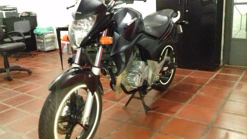 honda cb 300 2010 preta baixa km revisada pneus 0k