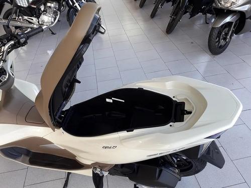 honda pcx inyeccion scooter. color blanco