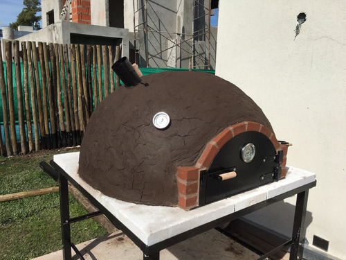 horno de barro con base construccion