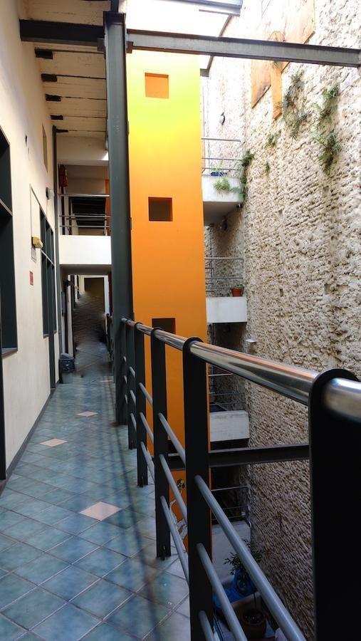 hostel y restaurant- se encuentra en zona turística de san telmo