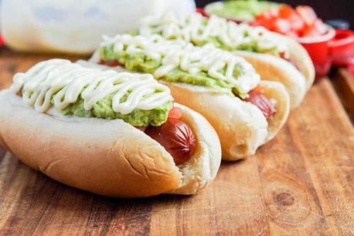 hot dogs ,completos e italianos.