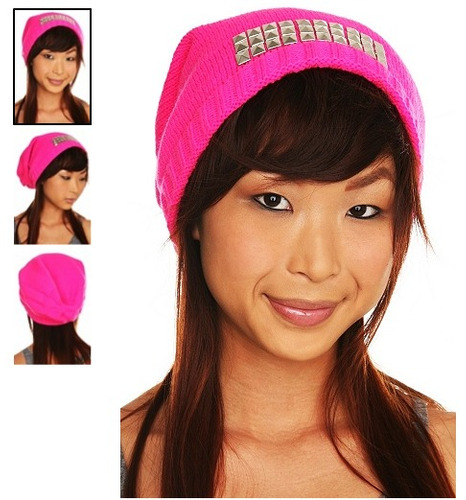 hot topic gorro pink silver pyramid stud beanie