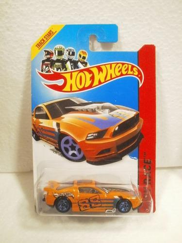 hot wheels 13 ford mustang gt naranja 161/250 2015