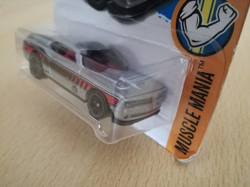 hot wheels '15 dodge challenger  48 / 365 muscle mania 7/10