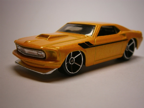 hot wheels 1969 mustang (amarillo)