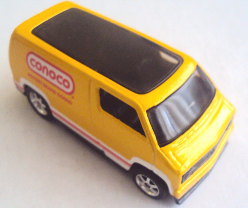 hot wheels 2009, custom ´77 dodge van con llantas de goma