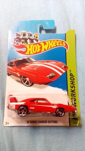 hot wheels 69 dodge charger daytona - vermelho