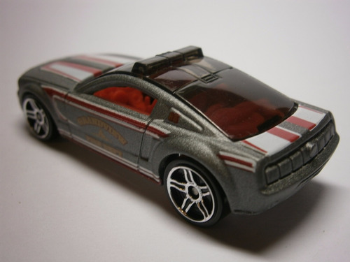 hot wheels ford mustang gt concept bomberos (plata)