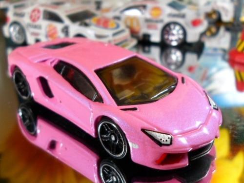 hot wheels lamborghini aventador lp700-4 rosa