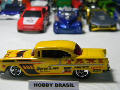 hot wheels miniatura 1:64