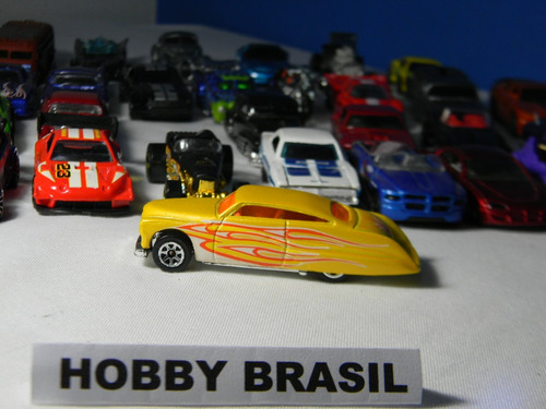 hot wheels miniatura 1:64