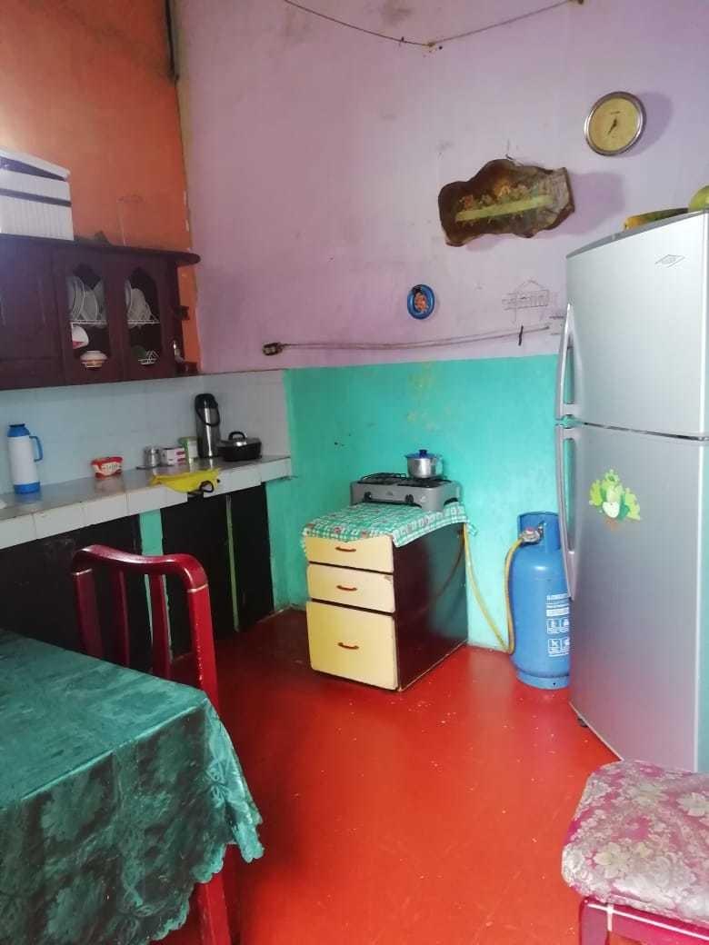 hotel 19 cuartos, 2 baños privados y 2 públicos.