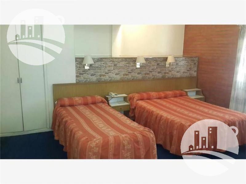 hotel 48 hab. 2*
