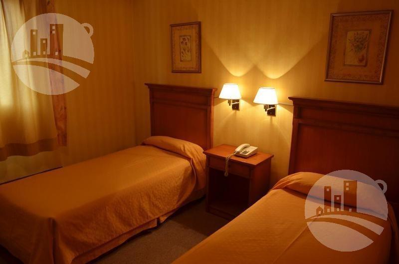 hotel 70 hab.