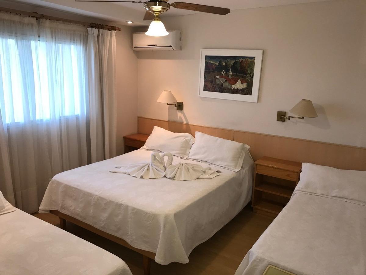 hotel centrico excelente estado y ubicación piscina y parque