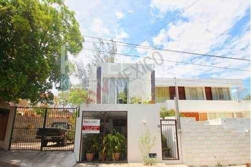 house for sale in cerritos del vegia