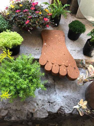 huellas de jardín en cantera