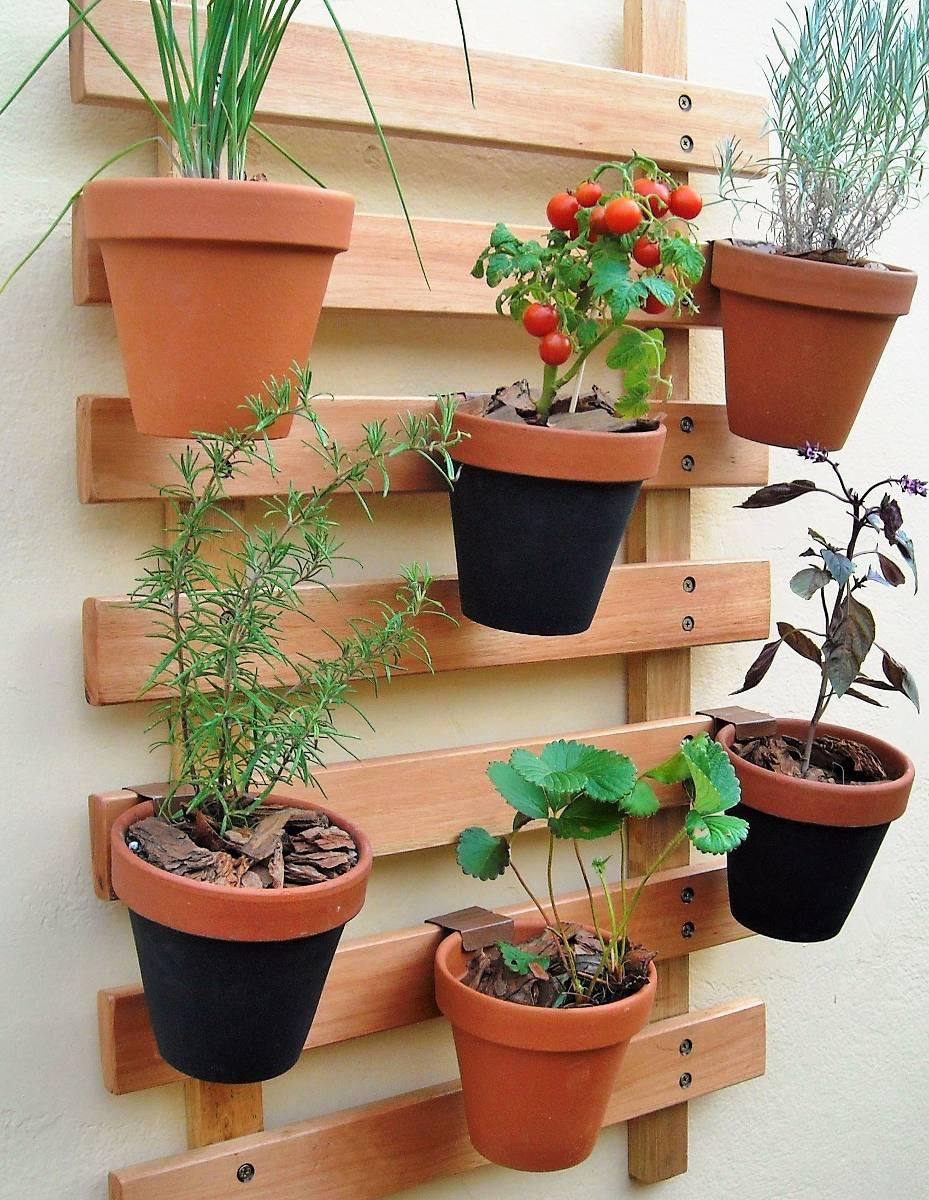 huerta jardin vertical parrilla con macetas colgantes