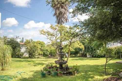 huertas la joya, hermosa casa de una planta con amplio jardín. (1220m2t)