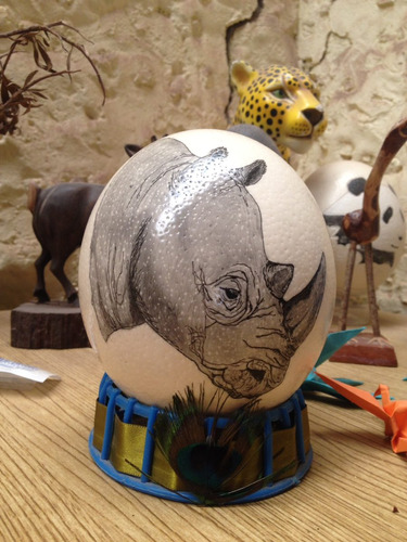 huevo de avestruz pintado a mano rinoceronte africa