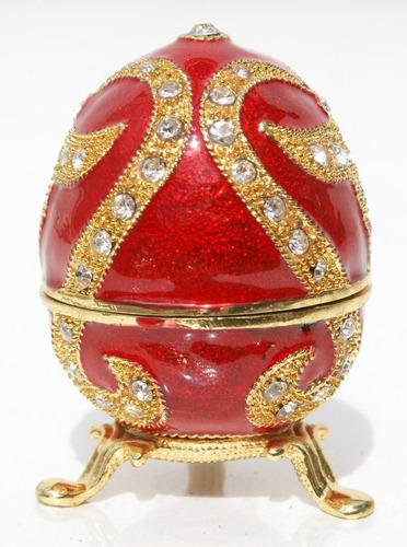 huevo ruso tradicional decorativo de coleccion de color rojo