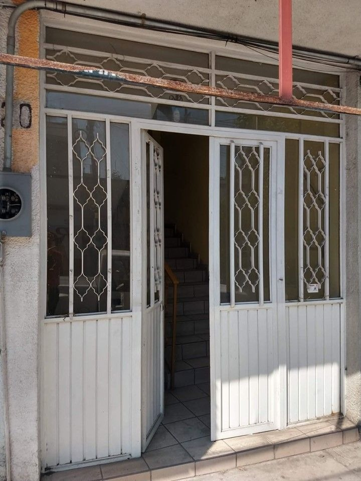 hurban renta local en plata alta en el centro   con acceso a terraza.
