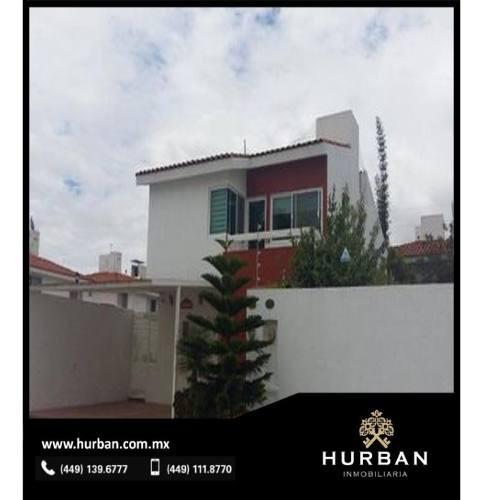 hurban vende amplila casa en viña antigua.