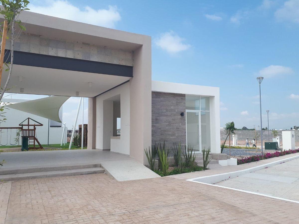 hurban vende casa de dos pisos, en coto, al sur