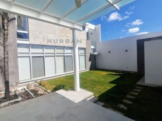 hurban vende casa de dos plantas  en cerrada de 50 lotes al norte