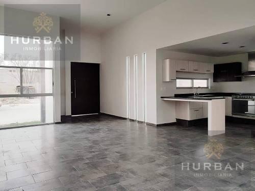 hurban vende casa de un piso en coto al norte.