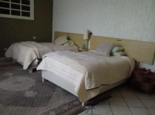 hurban vende casa de una planta, en coto, al sur.