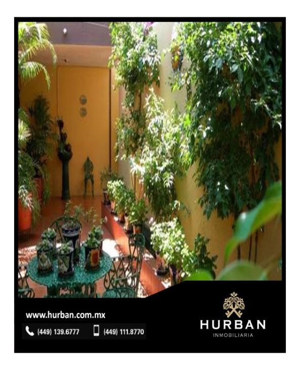 hurban vende casa de una planta en el centro a 3 cuadras de la plaza principal.