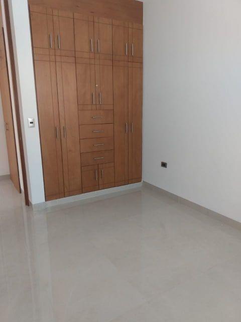hurban vende casa  nueva de dos pisos en bosque sereno.