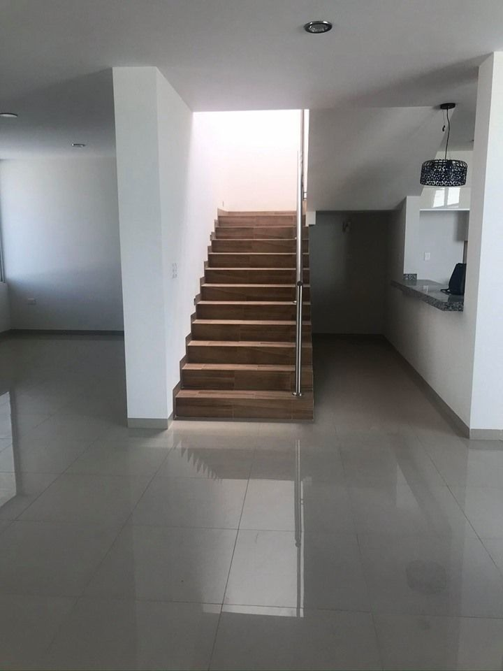 hurban vende casa nueva en loretta.