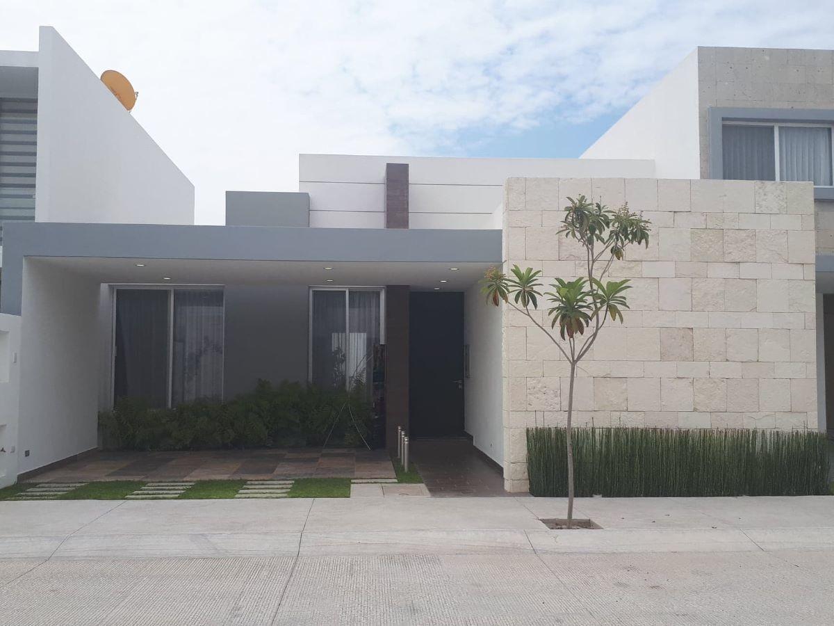 hurban vende preciosa casa de un piso en coto.
