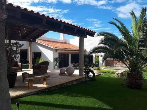 hurban vende preciosa casa de un piso en jardines del lago
