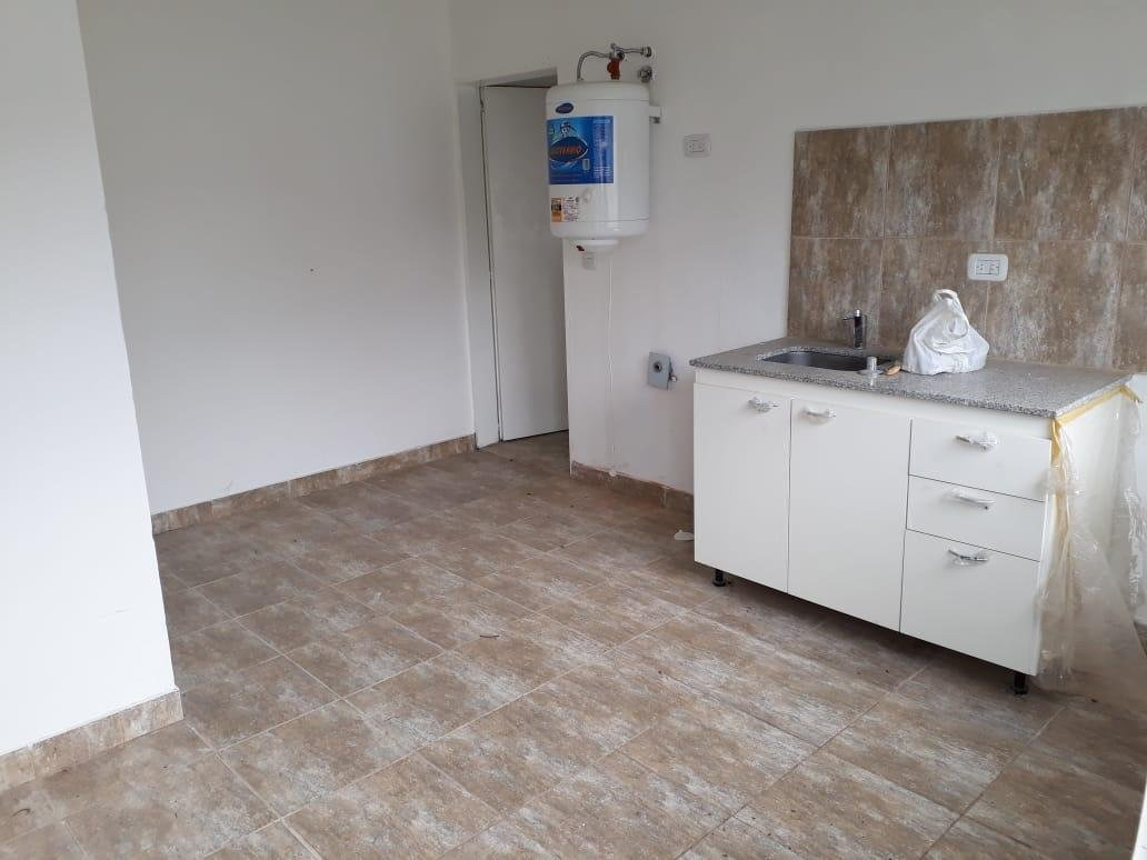 hurlingham - venta - departamento 2 ambientes con cochera, terraza y patio