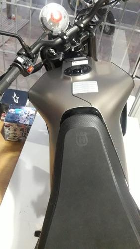 husqvarna svartpilen 701 naked modelo 2020 ++ palermo bikes