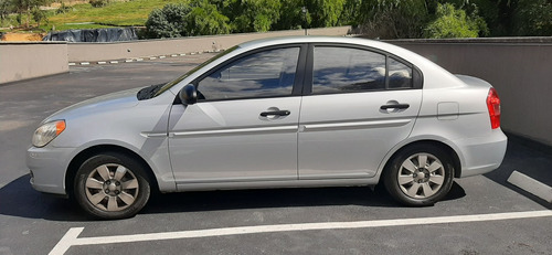 hyundai accent gl gas- gasolina color plata mica 4 puertas