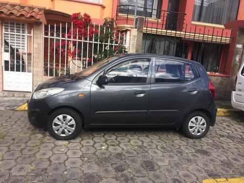 hyundai i10 2012  5 puertas color gris