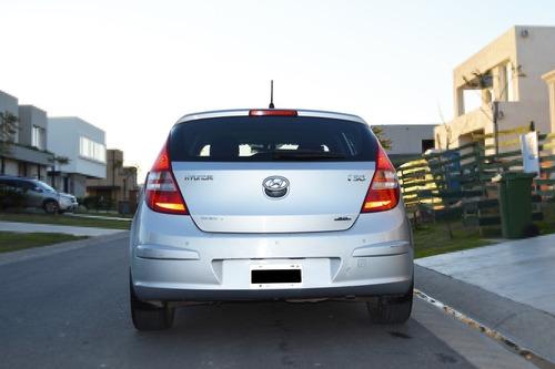 hyundai i30 at 2.0 seg premium full cuero 17  oportunidad