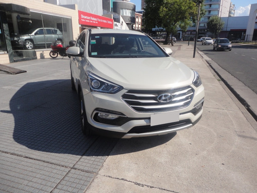 hyundai santa fe 2.4  seguridad 7as. 6mt 2wd