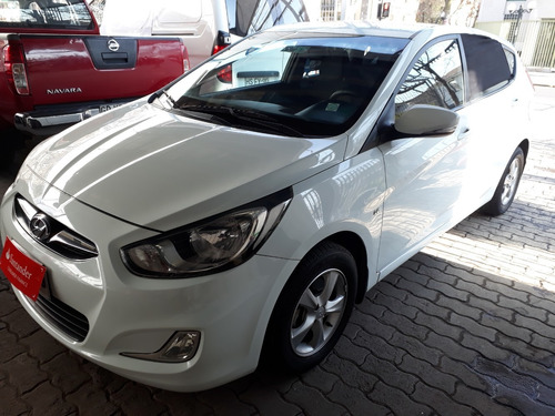 hyunday accent 2013 gls. 1.6 blanco