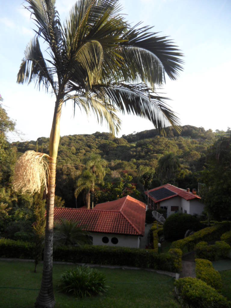ibiúna; condomínio alto padrão 2.040m2, c/lago só r$ 518 mil