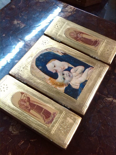 icono religioso en madera con laminilla de oro antiguo