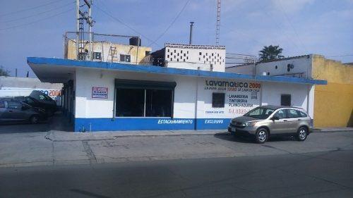 id:100534, excelente local comercial en esquina en el centro de san nicolas,con área de oficinas y bodega taller.superficie 704.3mts2, construcción 438mts2.con 12 cajones de estacionamiento      pa