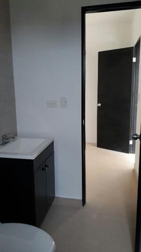 id:101098, casa frente a parque y en privada.casa totalmente nueva.3 recámaras, la principal con baño-vestidor, las secundarias con baño compartido, espacio para closet, estancia familiar, cochera