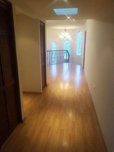 id:101178, hermosa residencia, como nueva. cuenta con: - pisos de duela y mármol- clima central- cochera para 2 autos con portón eléctrico- sala- comedor- cocina integral equipada- lavandería